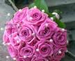 Svatební kytice z růžových růží Aqua v síti perel