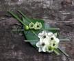 Květina do klopy z listu Salal a květú Ornitogalum